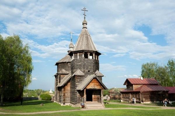 Воскресенская церковь из села Патакин