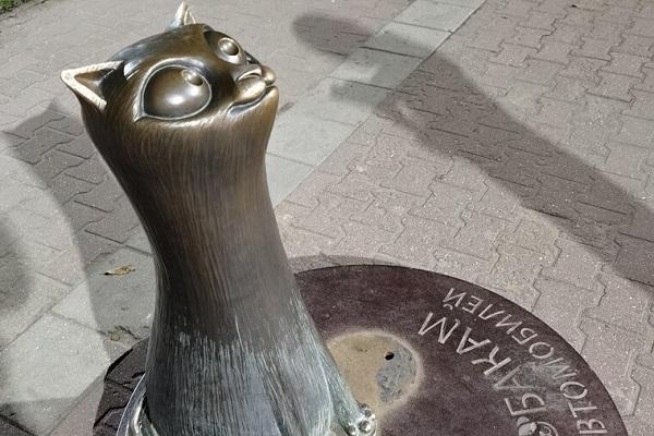 Памятник Котам