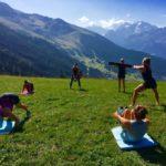 Занятия спортом в походе