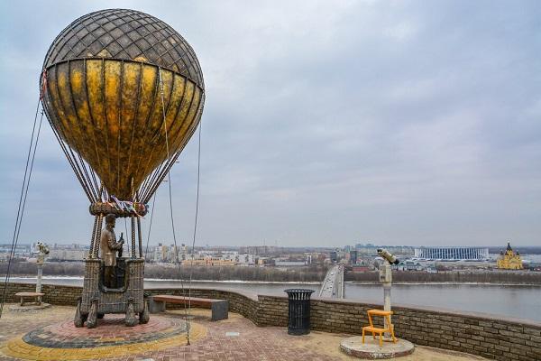 Памятник Жюль Верну
